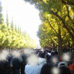 神宮外苑通りまで伸びた早実vs日大三の行列